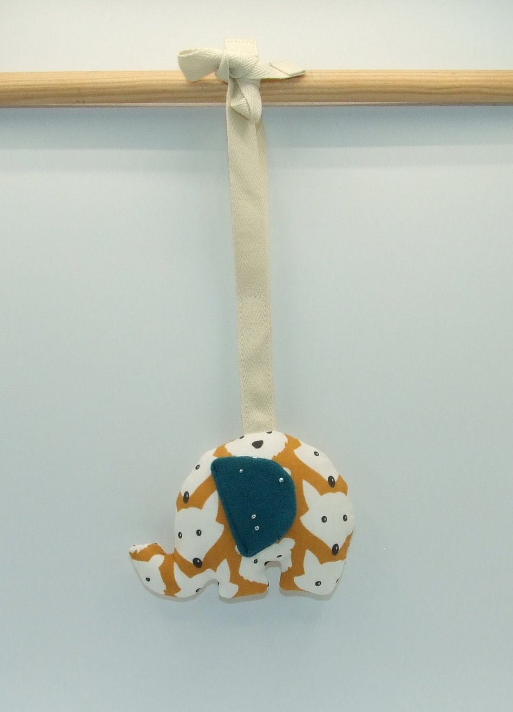 1 suspension éléphant (avec bruitage)--2226155742130