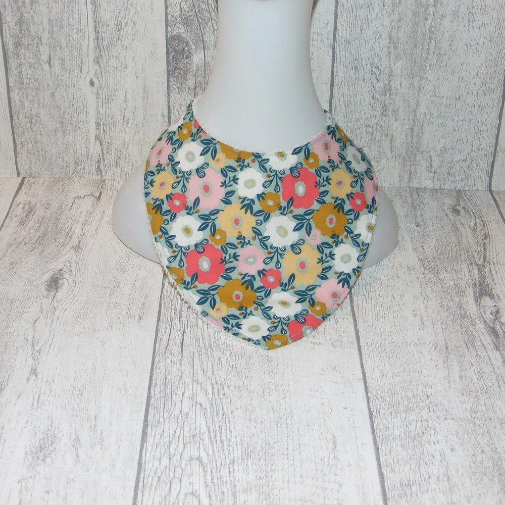 Bavoir bandana imprimé fleurs roses et blanches--9995466162397