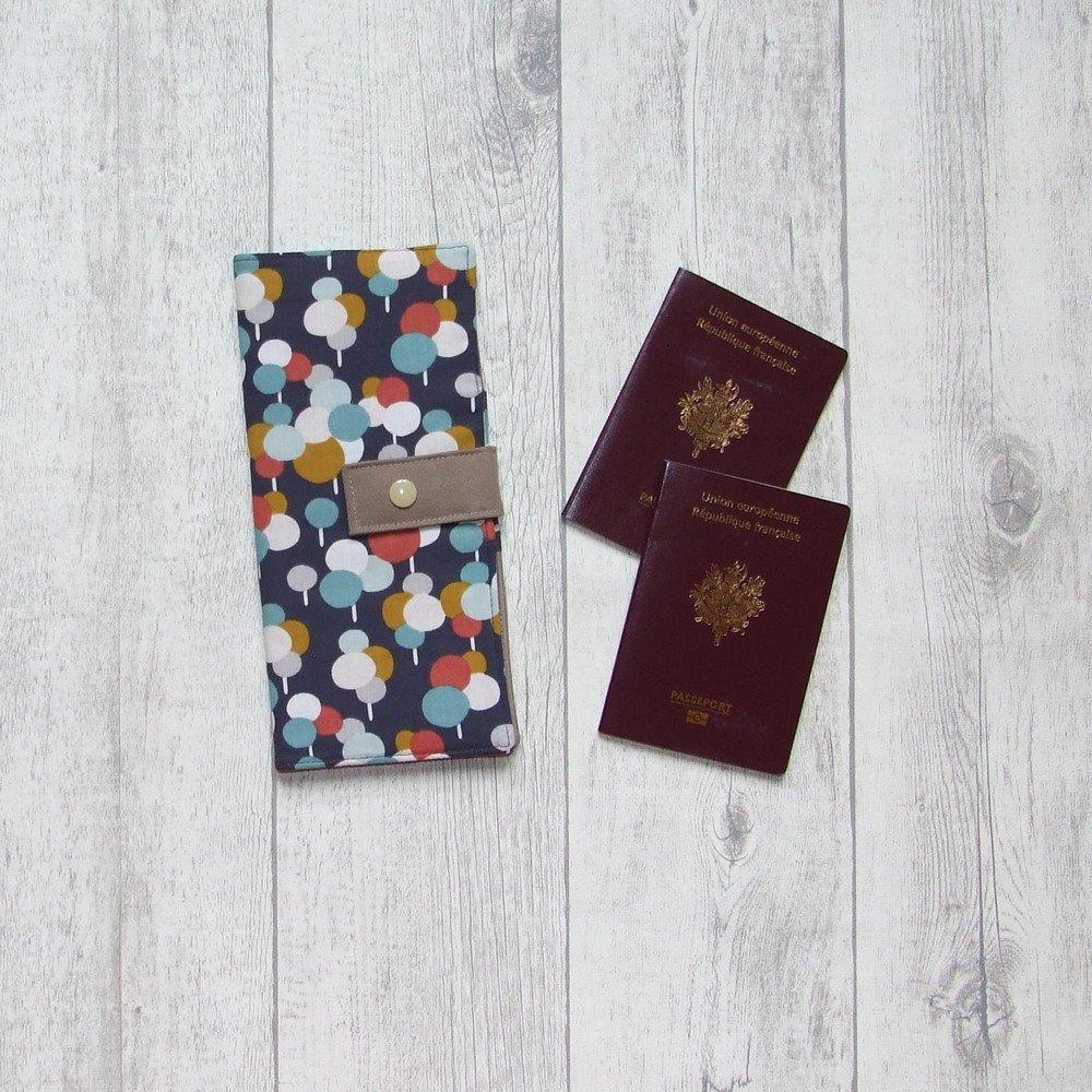 Pochette passeports et billets d'avion, train imprimé ballons colorés--9995994942065