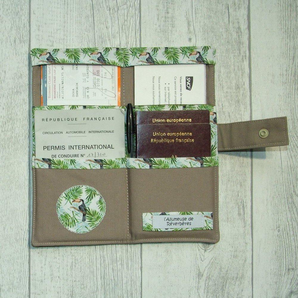 Pochette passeports et billets d'avion, train imprimé toucans--9995994938204