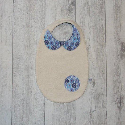 Bavoir col-Claudine en tissu imprimé plumes de paon bleues