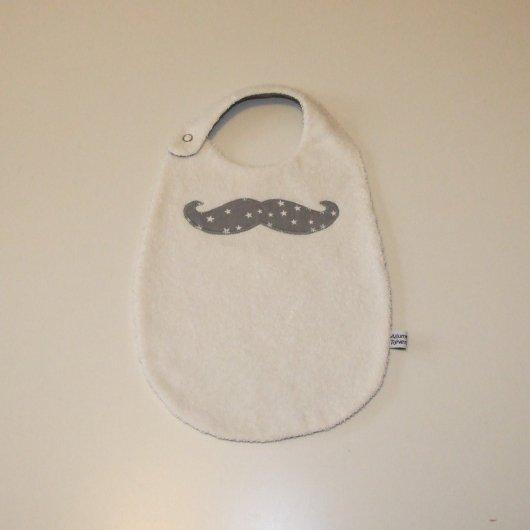 Bavoir moustache imprimé étoiles blanches sur fond gris