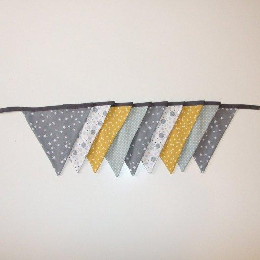 Guirlande de fanions dans les tons gris et jaune