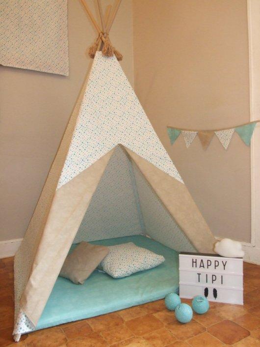 Tipi tissu étoiles/taupe et tapis menthe